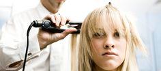 dieser Neubetrachtung der lange geschichteten Frisur verfügt auch über eine Seite Abschied und Volumen in den oberen Teilen der Haare in locken fall... #Volumen #Frisur #seidig #locken