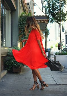 Who says you need a special occasion to wear a red dress? Take a note from this look ladies! Bold and bright colors, toned down with simple sandals and a simple bag. Her gorgeous beach waves are the perfect touch!   #CoastToCoastChallenge: Red Balloons for Ryan