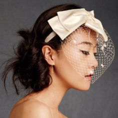 French netting with a bow - I love veils/netting=]