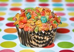 Madagascar 3 - Polka-Dot Afro Circus muffins.  My kids are going to LOVE these!