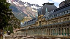 It was one of the world's most opulent railway stations. Then it fell into disrepair. Now the building is showing new signs of life.