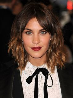 """Alexa Chung talks to us about her new role, the time her dad cut her hair and maintaining """"The Alexa"""" Alexa Chung Hair, Alexa Chung Style, Alexa Chung Fringe, Latest Hairstyles, Celebrity Hairstyles, Hairstyles With Bangs, Pelo Midi, Colored Hair Tips, Grunge Hair"""