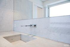 House in Porto II, Bathroom | Photo by: Francisco Rivotti | Porto | Skike Design