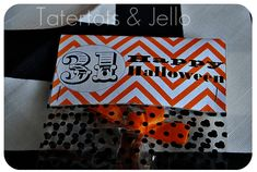 Plan a Witches Tea Party for your kids or girlfriends. Ideas on centerpieces, food, decorations, plus FREE Halloween Printables. Halloween Treat Bags, Halloween Tags, Halloween Banner, Easy Halloween, Halloween Party, Halloween Crafts, Homemade Halloween, Vintage Halloween, Halloween Decorations