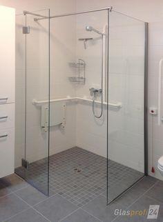 Die Ebenerdige Dusche Mit V2A Beschlägen. Die Begehbare Dusche Ebenerdig  Auf Fliesen Können Sie