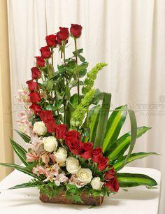 Arreglo de rosas en escalera @ Tropica Floreria