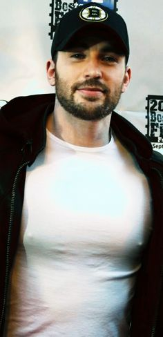 — chrisevansfuckbuddy:  Chris Evans @ the 2012...