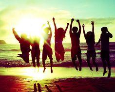 Quand c'est l'été et qu'on fait une super photo de groupe sur la plage !