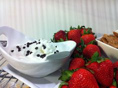 Cannoli Dip - super easy and so yummy! Yummy Treats, Sweet Treats, Cannoli Dip, Cheeseburger Pasta, Healthy Recipes On A Budget, Game Day Food, Pepperoni Dip, Dips, Sweet Tooth