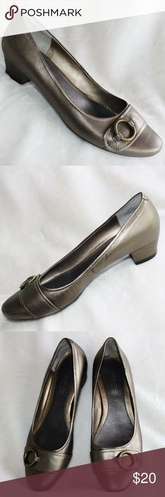 easy spirit Flats - Size 6 These flats are in very good condition. They have been very gently loved. The small heel measures a little over 1 inch. Easy Spirit Shoes Flats & Loafers