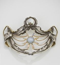 Designed by Philippe Wolfers in 1898 ?Lys du Japon´ belt buckle © Royal Museums of Art and History, Brussels