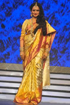 Senior #Bollywood actress walked to ramp in her evergreen style #silk saree.
