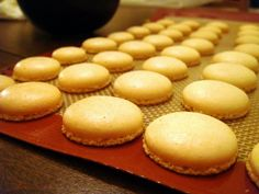 A várva várt macaron recept Macarons, Muffin, Dessert Recipes, Sweets, Bread, Cookies, Baking, Breakfast, Cake
