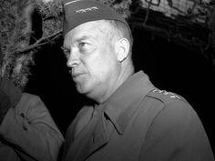(101) - DIA D4 - El líder de las fuerzas aliadas, el general Dwight Eisenhower, ordenó que la invasión se realizara el 6 de junio, ya que el día anterior había tenido que ser pospuesta por mal clima.