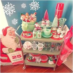 Vintage Christmas Kitchen. Retro Christmas Display. Holiday Pyrex. #pyrex Vintage Pyrex.