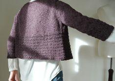 Mariken Knitting pattern by Regina Moessmer Free Knitting Patterns For Women, Christmas Knitting Patterns, Sweater Knitting Patterns, Knit Patterns, Vogue Knitting, Arm Knitting, Crochet Fall, Knit Crochet, Universal Yarn