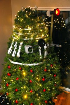 first there were spining death christmas trees then christmas tree thats ornaments came off and explode but now there is DALEK christmas trees............whats next?