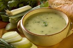 Living Without - Gluten-Free, Dairy-Free Cool Cucumber Gazpacho - Recipes Article Kale Potato Soup, Leek Soup, Cabbage Soup, Onion Soup, Corn Soup, Veggie Soup, Kale Soup Recipes, Vegetarian Recipes, Cooking Recipes