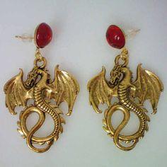 Anne Boleyn Dragon Earrings that are pretty epic. Los Tudor, Tudor Era, Ancient Jewelry, Antique Jewelry, Medieval Jewelry, Tudor Fashion, Tudor Dynasty, King Henry Viii, Royal Jewelry