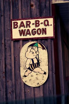 bar-b-q wagon Bbq Signs, Barbecue Restaurant, Bar B Que, Bbq Cover, Chuck Wagon, Weird Food, Advertising Signs, Pigs, Retro Vintage