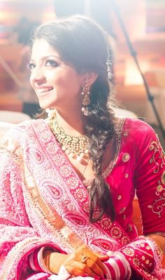 Hairstyles For The Wedding - A Calcutta Wedding with a long distance love story: Ishana and Abhijay Indian Bride Dresses, Beautiful Indian Brides, Indian Marriage, Bridal Packages, Long Distance Love, Bridal Makeover, Bridal Tips, Beautiful Girl Photo, Wedding Looks