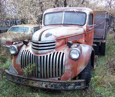 Chevrolet Ton & a half Antique Trucks, Vintage Trucks, Antique Cars, Chevrolet Trucks, Gmc Trucks, Rust Never Sleeps, Rusty Cars, Farm Trucks, Classic Chevy Trucks