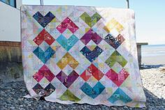 learn more about using color value in quilts in a workshop or via the tutorial from sew katie did's Seattle Modern Quilting Studio Heart Quilt Pattern, Quilt Patterns, Half Square Triangle Quilts, Foundation Piecing, Heart Pillow, Scrappy Quilts, Baby Quilts, Sewing Studio, Quilt Tutorials