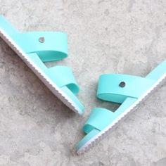 S10189-011_AmorShoes-Igor-Shoes-Havana-Chancla-doble-tira-goma-mujer-color-verde-agua-aguamarina-mint--s10189-011
