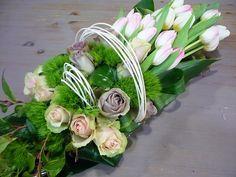 Funeral arrangement with tulips and roses   Bloemist Moorslede - Bloemen Vandamme