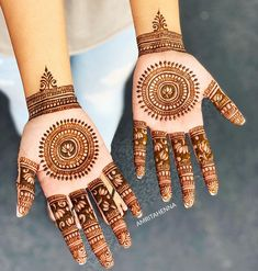 The World's Top Fashion Trends With Top Fitness Models Indian Mehndi Designs, Latest Mehndi Designs, Mehndi Designs For Hands, Henna Mehndi, Mehendi, Top Female Fitness Models, Craft Eyes, Mehndi Design Pictures, Desi Models