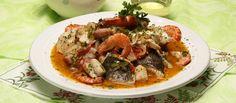 "Receita de ""Cataplana"" de peixe e marisco. Descubra como cozinhar ""Cataplana"" de peixe e marisco de maneira prática e deliciosa com a Teleculinaria!"