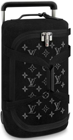 Buy and sell authentic handbags including the Louis Vuitton Horizon Duffle Soft Jacquard 55 Black in Knit with Silver-tone and thousands of other used handbags. Louis Vuitton Handbags 2017, Louis Vuitton Luggage, Vuitton Bag, Louis Vuitton Neverfull, Louis Vuitton For Men, Luxury Bags, Luxury Handbags, Cheap Handbags, Latest Handbags