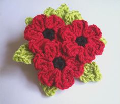 Crochet Flowers Design Red Poppy flowers with green leaves bouquet crochet brooch. Knitted Poppy Free Pattern, Knitted Flower Pattern, Knitted Poppies, Crochet Poppy, Crochet Flower Tutorial, Yarn Flowers, Poppy Flowers, Red Poppies, Crochet Flowers