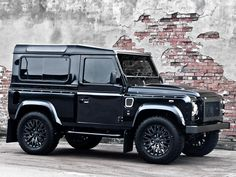 <p>British car tuner Kahn Design has prepared another amazing custom version of the Defender but this time featuring Harris Tweed fabric inserts. Afzal Kahn insists the road is his catwalk and true to