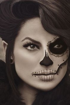 Check Out 30 Creepiest Halloween Makeup Ideas. If you don't have the artistic talent yourself, you can probably find a makeup artist in your area willing to help you out for Halloween. Beautiful Halloween Makeup, Creepy Halloween Makeup, Pretty Halloween, Scary Makeup, Spooky Halloween, Halloween Hair, Sugar Skull Halloween Makeup, Pretty Skeleton Makeup, Pretty Zombie