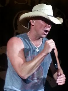 Kenney Chesney, Best Country Singers, Country Music Quotes, Cool Countries, Country Girls, Cowboy Hats, Handsome, Stars, Concert