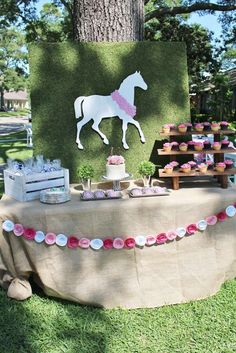 CrowningDetails's Birthday / Kentucky Derby - Photo Gallery at Catch My Party Horse Theme Birthday Party, Cowgirl Birthday, Cowgirl Party, Birthday Backdrop, 21st Birthday, Horse Racing Party, Derby Horse Race, Horse Party Decorations, Bridal Showers