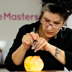Airbrushing tutorials by the amazing Karen Portaleo...now available on Cake Masters!