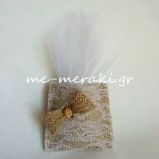 Μπομπονιέρες γάμου -Χειροποίητη μπομπονιέρα γάμου με λινάτσα και δαντέλα. Handmade wedding mpomponiera Me Meraki Mpomponieres. Με Μεράκι Μπομπονιέρες www.me-meraki.gr   Λ037-Α