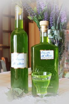 Liquors e all'alloro Limoncello, Homemade Liquor, Tea Cocktails, Wine And Liquor, Healthy Drinks, Alcoholic Drinks, Food, Biscotti, Salvia