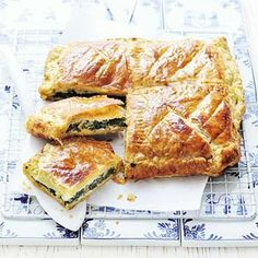 Spi­na­zietaart met gei­ten­kaas Tapas, I Love Food, Good Food, Yummy Food, Quiches, Tasty Vegetarian, Wine Recipes, Cooking Recipes, Healthy Recipes