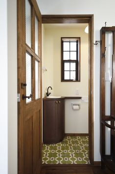 1930s House, Toilet Room, Toilet Design, Japanese House, Model Homes, House Rooms, Windows And Doors, Modern Interior, Furniture