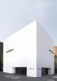 Givenchy   Facade