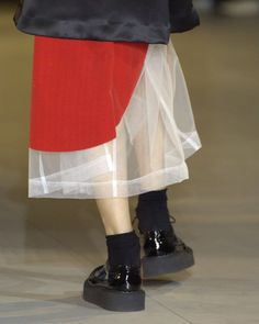Rei Kawakubo/Comme des Garcons spring/summer 2007 - HUGE red DOT on tulle tiny bit of red? Anti Fashion, Fashion Art, High Fashion, Fashion Show, Womens Fashion, Fashion Design, Fashion Trends, Style Fashion, Rei Kawakubo