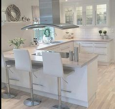 White and modern kitchen interior Open Plan Kitchen Living Room, Kitchen Room Design, Modern Kitchen Design, Kitchen Layout, Home Decor Kitchen, Kitchen Interior, Home Kitchens, Dining Room, Küchen Design