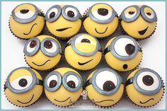 These minion cupcakes are super cute! Everyone loves the Despicable Me minions, and these are the perfect party cupcakes for any occasion. Check out the source Cupcake Minions, Minion Cupcake Toppers, Bolo Minion, Minion Treats, Fondant Minions, Soccer Treats, Minion Cookies, Cupcake Ideas, Dessert Ideas