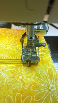 Bag Making Tips - Let's Talk Top-stitching, With Dianna Leckner! Lots of good tips for top stitching-geared towards bag making but could use for other items Sewing Hacks, Sewing Tutorials, Sewing Crafts, Sewing Tips, Sewing Ideas, Fabric Bags, Fabric Scraps, Textiles, Leftover Fabric