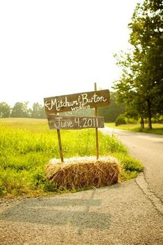 country hay bale wedding sign ideas / http://www.deerpearlflowers.com/country-rustic-fall-wedding-theme-ideas/2/