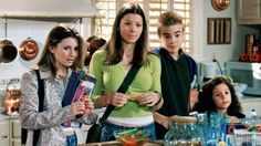 19 Abandoned TV Spin-Off Shows That Almost Happened Old Tv Shows, Best Tv Shows, Movies And Tv Shows, Favorite Tv Shows, Favorite Things, Jessica Biel, Shows Like Gossip Girl, Actors Then And Now, Beverley Mitchell