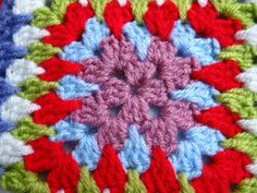 Bunny Mummy: Granny Spike Stitch - here's what it looks like and how it's done. Crochet Squares Afghan, Crochet Blocks, Granny Square Crochet Pattern, Crochet Granny, Crochet Motif, Crochet Flowers, Granny Squares, Free Crochet, Modern Crochet Patterns